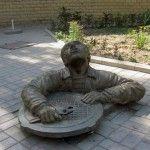 Памятник сантехнику - отдых в Бердянске